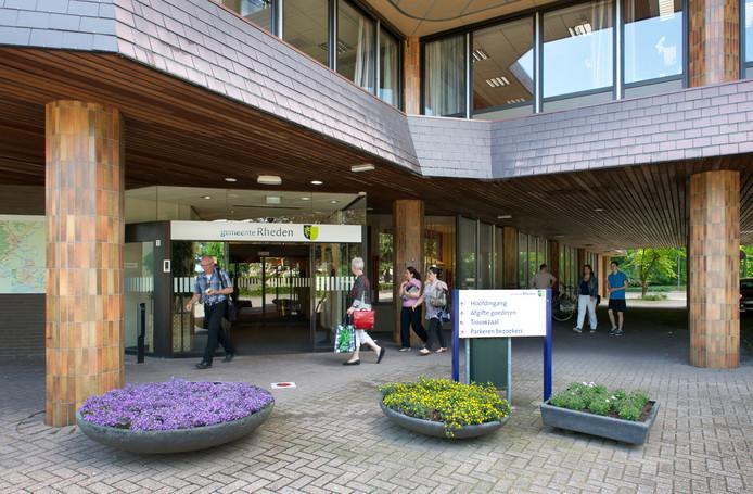 Het gemeentehuis in De Steeg.