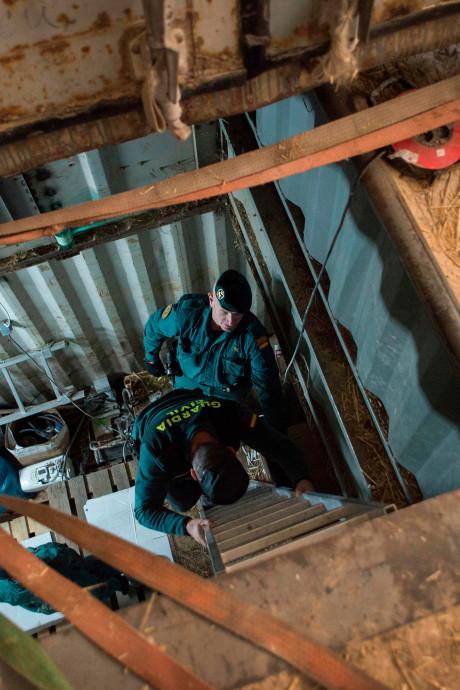 Spaanse politie vindt geheime sigarettenfabriek meters onder de grond