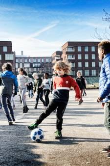 Kinderen in Dichterswijk balen: 'Superstom dat het voetbalveld weggaat'