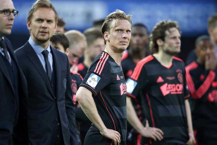 Teleurstelling bij Ajax-speler Christian Poulsen, hij staat tussen Siem de Jong en Daley Blind. Beeld anp