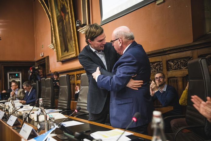 Wissel van de wacht, burgemeester Termont ruimt plaats voor burgemeester De Clercq