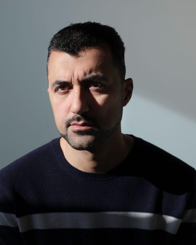 Özcan Akyol: 'Het is één grote keten van mensen die doen of ze filantropen zijn, gedreven door het verheffingsideaal.' Beeld Erik Smits