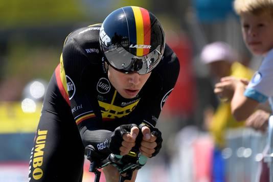 Van Aert in de Belgische driekleur tijdens de tijdrit in de Tour.