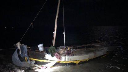 Twaalf Cubanen bereiken Florida in gammel houten bootje