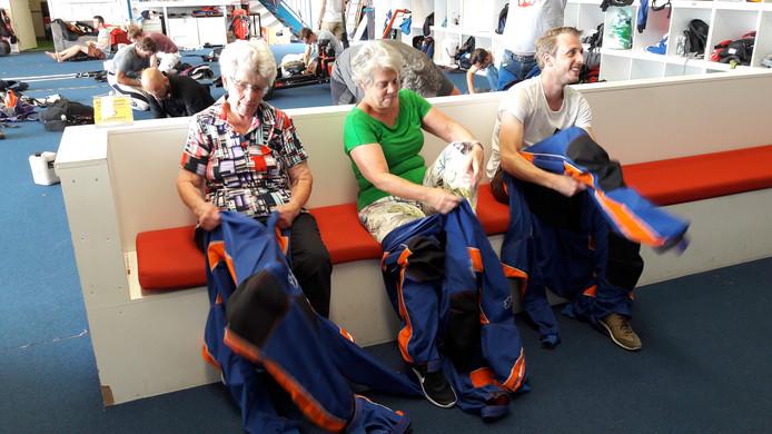 Drie generaties Kalwij maken zich op voor de sprong, Tanneke, Ariane en Kris.