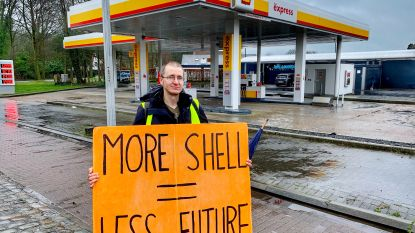 Na hongerstaking met kerst: Brugse klimaatactivist (42) voert actie tegen Shell