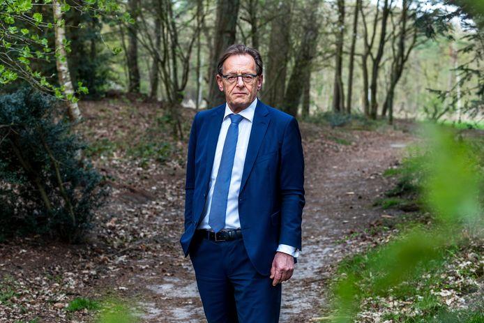 Burgemeester van Zeist op het terrein van de forensisch psychiatrische kliniek FPA Utrecht in Den Dolder.