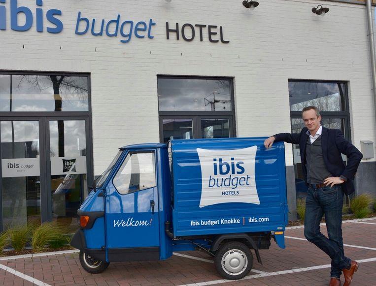 Wim Maervoet aan het Ibis Budget-hotel.
