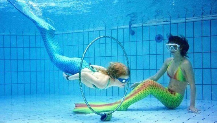 Je zwemt niet zomaar weg als zeemeermin, een cursus is niet overbodig. Beeld epa