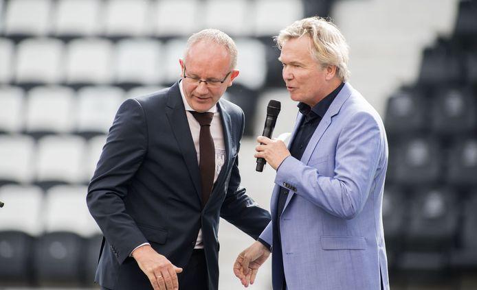 """Heracles-voorzitter Hans Bredewoud (links) met supporter Tom Egbers. De voorzitter is tevreden over de jaarcijfers van de club. """"We zijn stabiel en staan er goed voor."""""""