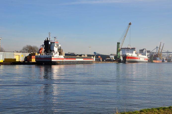 Wagenborg-schepen in de Terneuzense Zevenaarhaven.