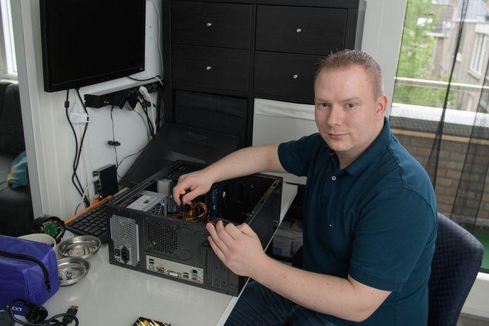 Steven Cremers gaat per 1 september fulltime werken bij het bedrijf Computer Support Almelo, dat van hem en compagnon Mike Lubbers is.