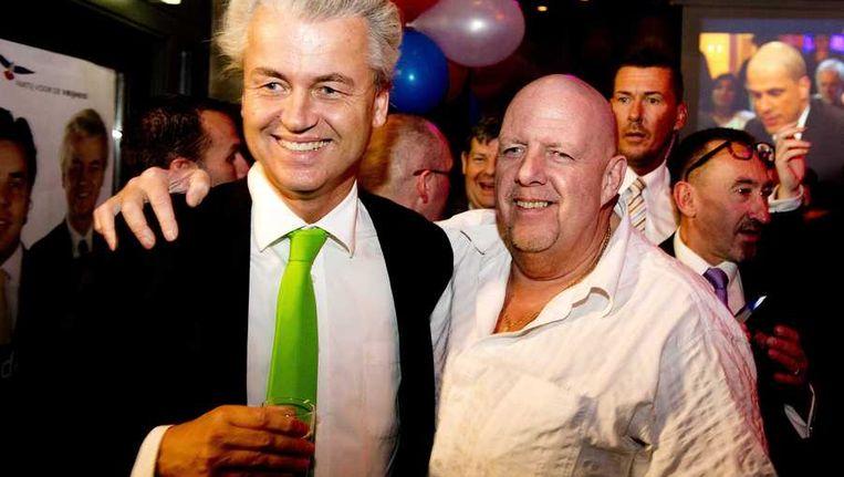 PVV-partijleider Geert Wilders (L) en Henk Bres tijdens de verkiezingsavond van zijn partij na de gemeenteraadsverkiezingen. Beeld anp