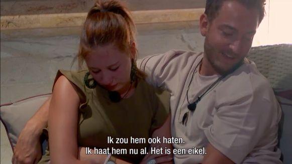 Gino als troostende schouder voor Deborah