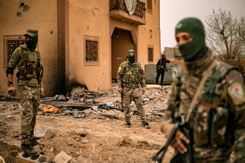 Leden van de Syrische Democratische Strijdkrachten (SDF) gaan zondag het verlate IS-bolwerk Baghouz binnen.