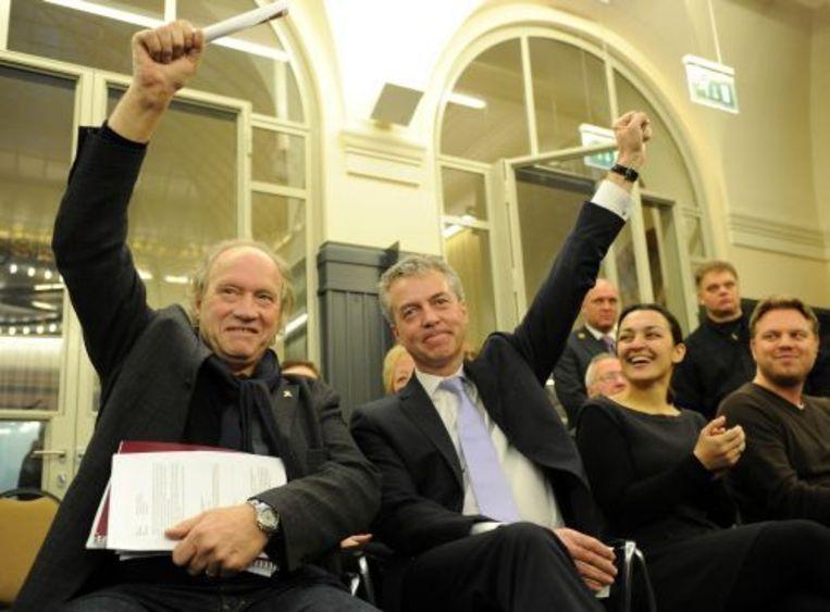 Hennie van Schaik (L) en Marco Pastors (2eL) van Leefbaar Rotterdam vrijdag tijdens het bekendmaken van de definitieve uitslag van de gemeenteraadsverkiezingen in Rotterdam. ANP Beeld