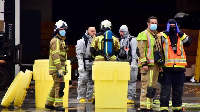 Brandweer ruimt 200 liter zoutzuur in bedrijf: omgeving tijdlang afgesloten