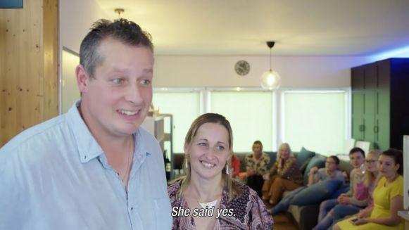 Peter vroeg Vicky ten huwelijk.