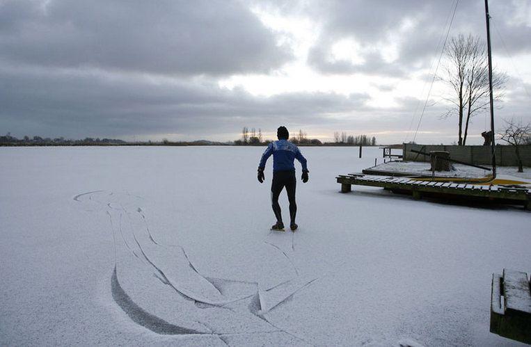 Jacob Brandsma startte om vijf uur 's ochtends en kwam achttien uur later aan op de Bonkevaart te Leeuwarden, een paar hachelijke avonturen rijker. Foto GPD/Catrinus van der Veen Beeld