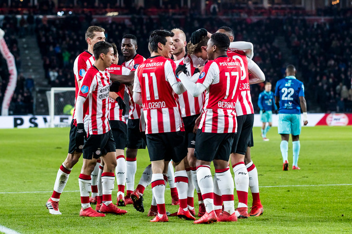 EINDHOVEN, PSV - SBV Excelsior, voetbal, Eredivisie, seizoen 2017-2018, 07-02-2018, Philips Stadion, PSV spelers vieren de 1-0 van PSV speler Hirving Lozano (M)