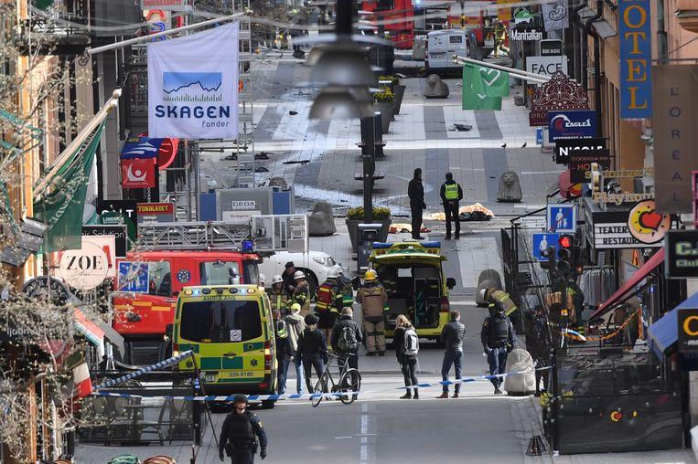 Politieagenten rukten in april 2017 massaal op naar de Drottninggatan, nadat er melding werd gemaakt van een aanslag. Er vielen vijf doden.