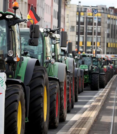 Duitse boeren protesteren ook massaal en veroorzaken  kilometerslange files