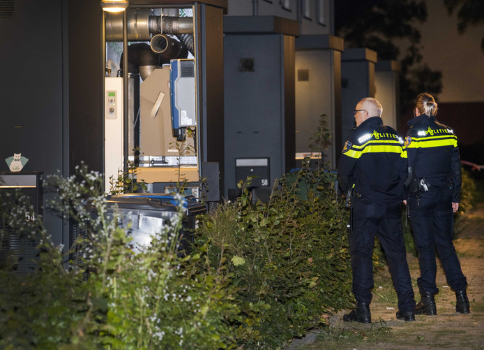 Een inval in een woning in Arnhem waarbij vorig jaar twee terrorismeverdachten werden opgepakt.