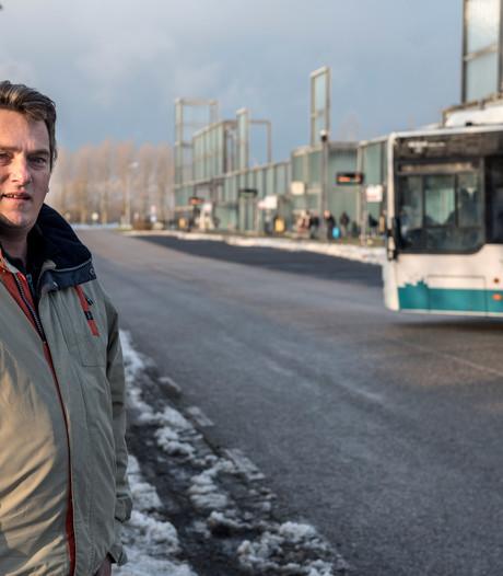 Westdorpenaar brengt gestrande en onderkoelde busreizigers zelf naar huis