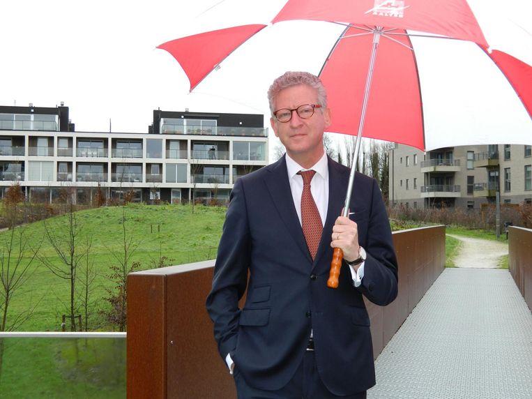 Het Aalter van burgemeester Pieter De Crem (CD&V) neemt het Knesselare van Erné De Blaere (inzet, rechts) onder zijn hoede.