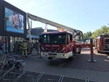 Kortsluiting lamp oorzaak van rook in Rhenens zwembad