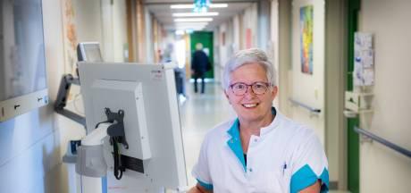 Verpleegkundige Elise vanuit de coronazone van het CWZ: 'De ontredderde partner kon nog één blik werpen op zijn vrouw'