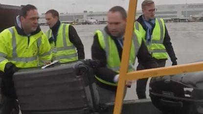 TUI fly moest nog geen enkele vlucht schrappen: van stewardess tot de grote baas, iedereen helpt mee koffers in- en uitladen