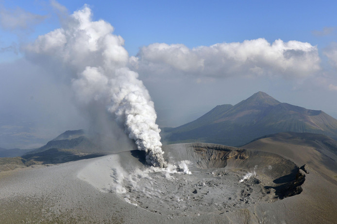 Uitbarsting van de Shinmoe vulkaan in Kirishima in Japan. Kyodo / Reuters