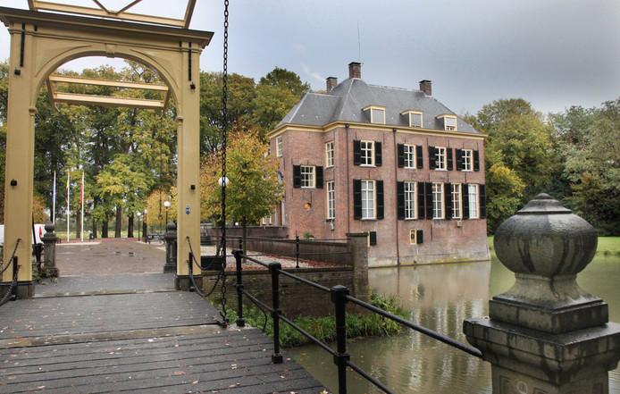 Kasteel Neerijnen, tot 1 januari het gemeentehuis van Neerijnen.