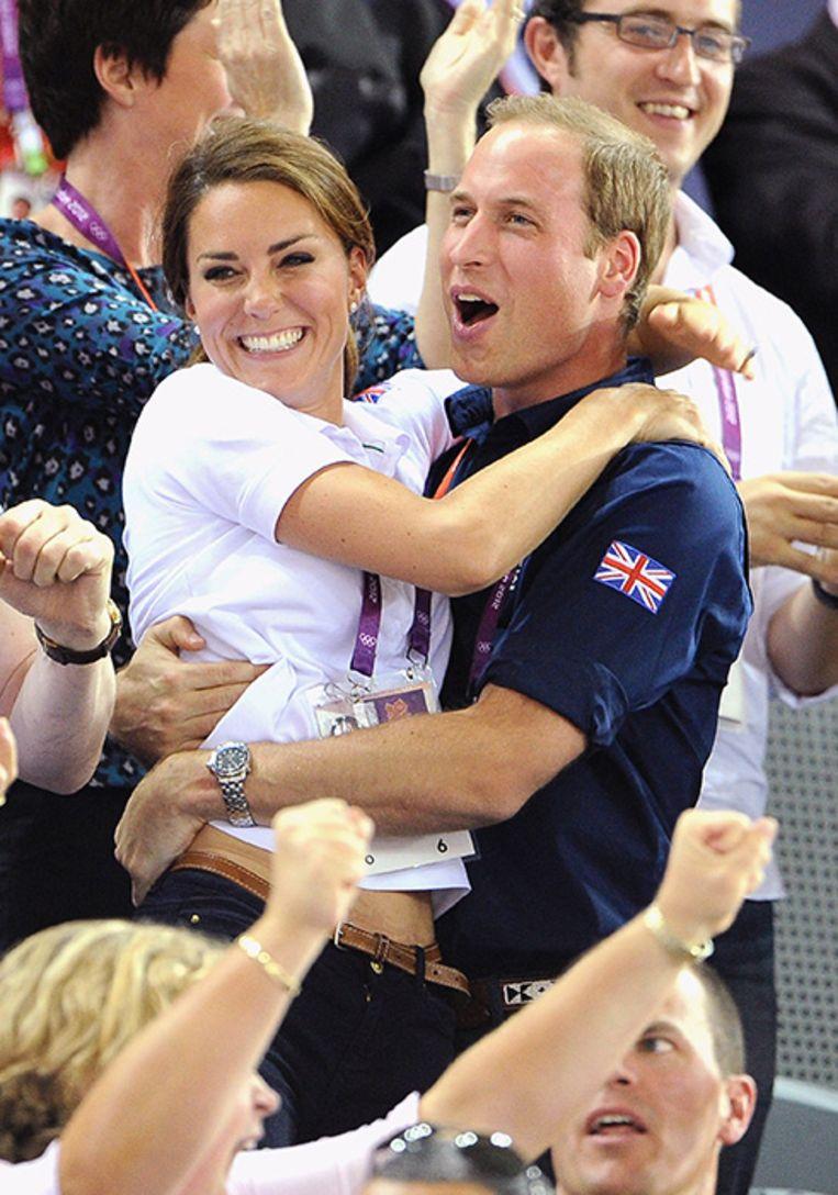 William en Kate omhelsden elkaar innig.