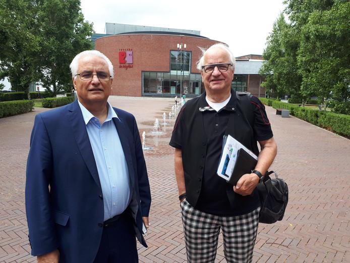 Rien Heijboer (l) en Charles Linssen, bestuursleden van de SOMV.