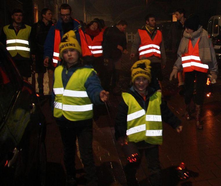 Jonge en oude deelnemers verdreven met hun hollepot de winter.