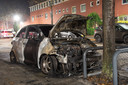 Auto brand uit in Woerden, daders vluchten op scooter