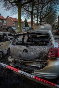 Drie auto's gaan in vlammen op in Wijchen: 'Mijn zus is er kapot van'