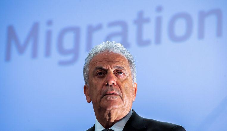 Eurocommissaris Dimitris Avramopoulos tijdens een persconferentie in Brussel.  Beeld EPA