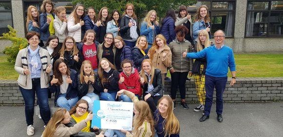 5 STW won 1500 euro omdat het zich inzette voor een nettere schoolomgeving