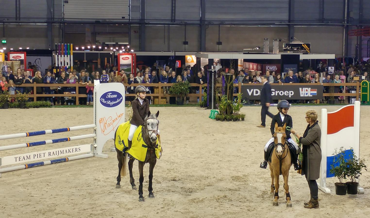 Evi Peemen (10) uit Etten-Leur wint in ponyklasse op ...