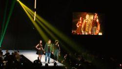 VIDEO: Hein, Scifo, Mazzu en co tekenen aanwezig op modeshow Charleroi