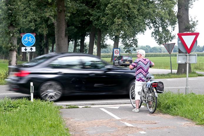 De kruising Nettelhorsterweg/Broekstraat tussen Lochem en Borculo moet veiliger worden.