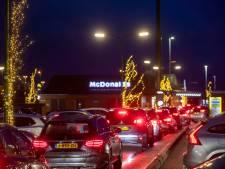 Derde kerstdag: filerijden bij de McDrive Veenendaal