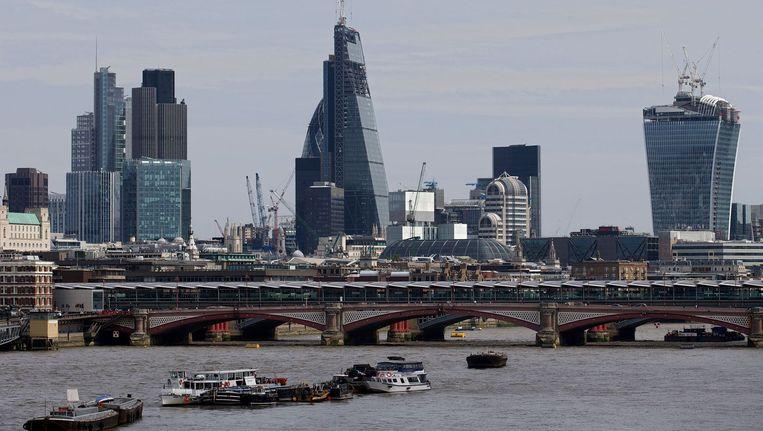 Het financiële district van Londen, The City of London, vanaf de rivier de Theems. Beeld afp