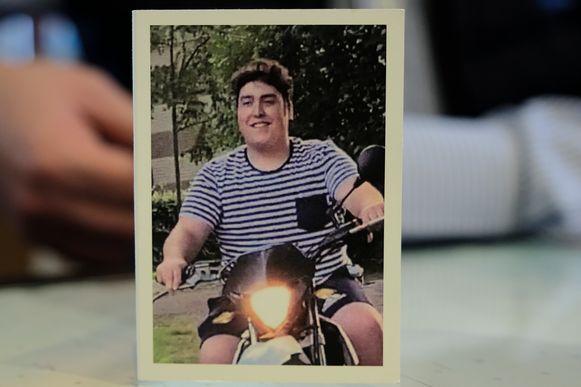 Thierry Pauwaert (18) uit Brussel stierf begin vorige maand in het ziekenhuis nadat hij van een e-sigaret had geproefd waarvan de vulling CBD bevatte.