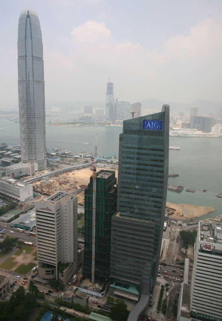 Gebouw van de Amerikaanse AIG, de grootste verzekeraar ter wereld, in Hong Kong. Volgens beursanalisten moet AIG woensdag al uitstel van betaling aanvragen. Foto EPA Beeld