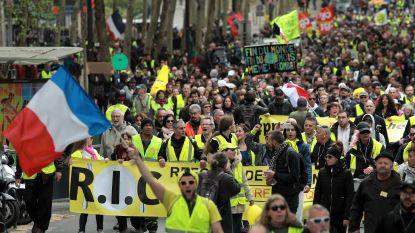 """Gele hesjes opnieuw op straat in Parijs en Straatsburg: """"Protest tegen de presidentiële blabla"""""""