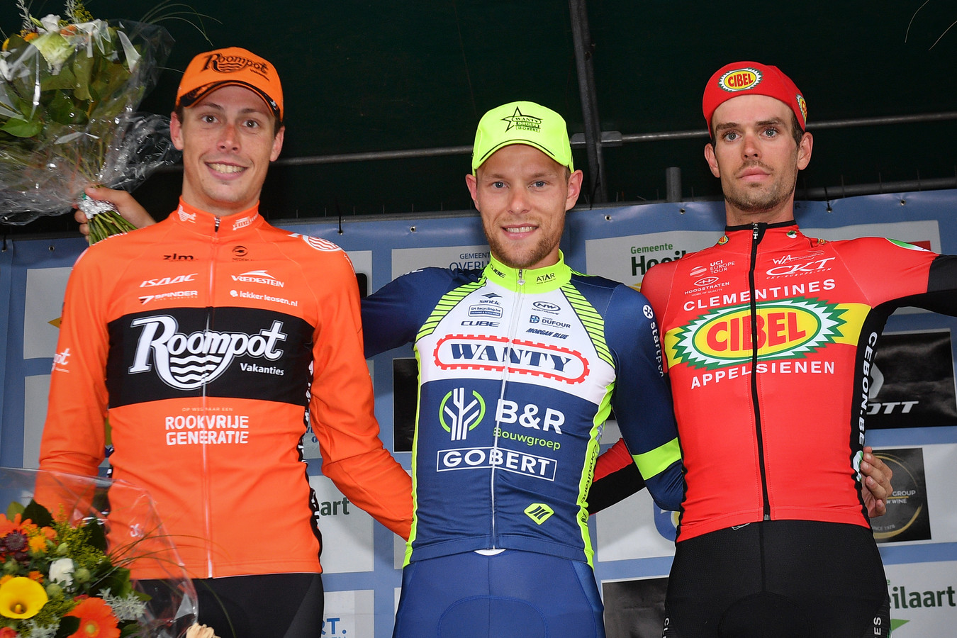 Oscar Riesebeek (links) na zijn tweede plaats in de Druivenkoers.